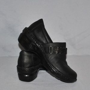 b.o.c Women's Shoes Size 7.5M Black Leather Clogs